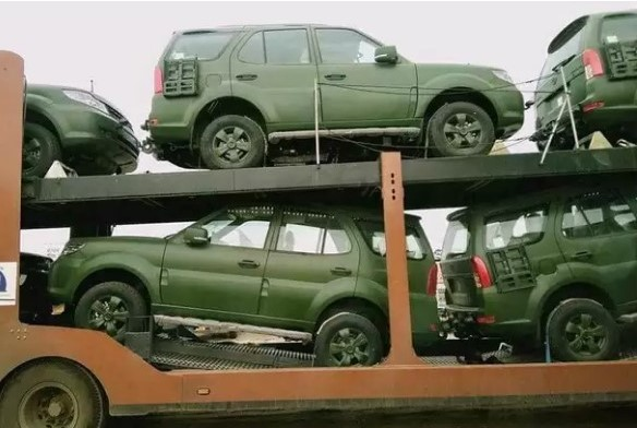 TATA Safari Storme Army-Specific Version Spotted Wearing A Military Green Skin